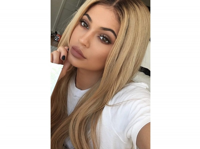 Kylie-Jenner-coliri-capelli_biondo