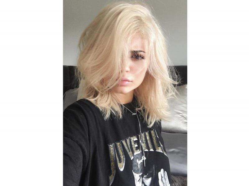 Kylie-Jenner-coliri-capelli_biondo-miele-chiarissimo