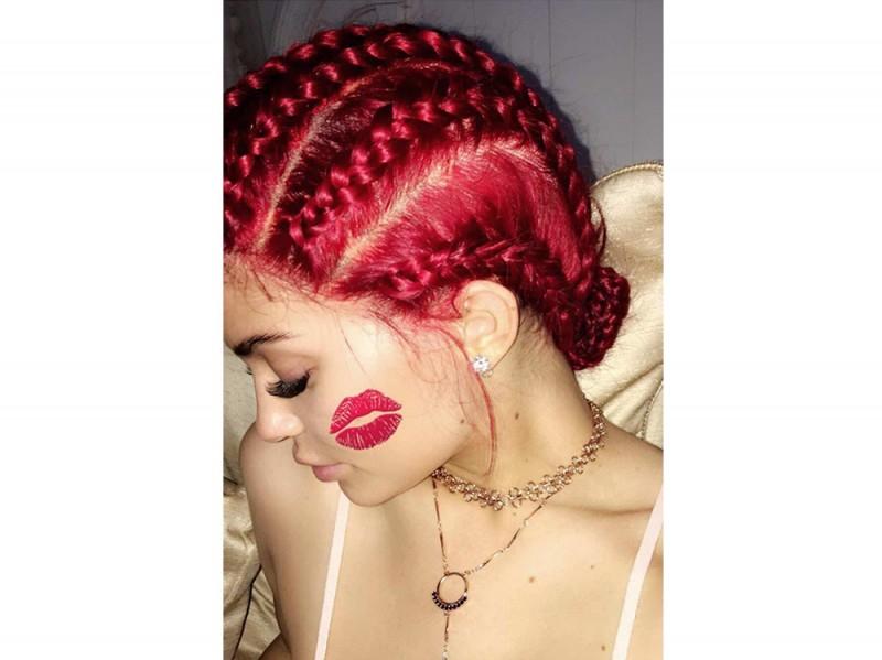 Kylie-Jenner-coliri-capelli_rossofragola