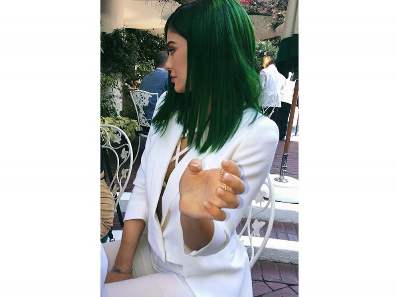 Kylie-Jenner-coliri-capelli_verde