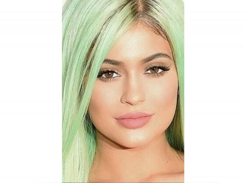 Kylie-Jenner-coliri-capelli_verdementa