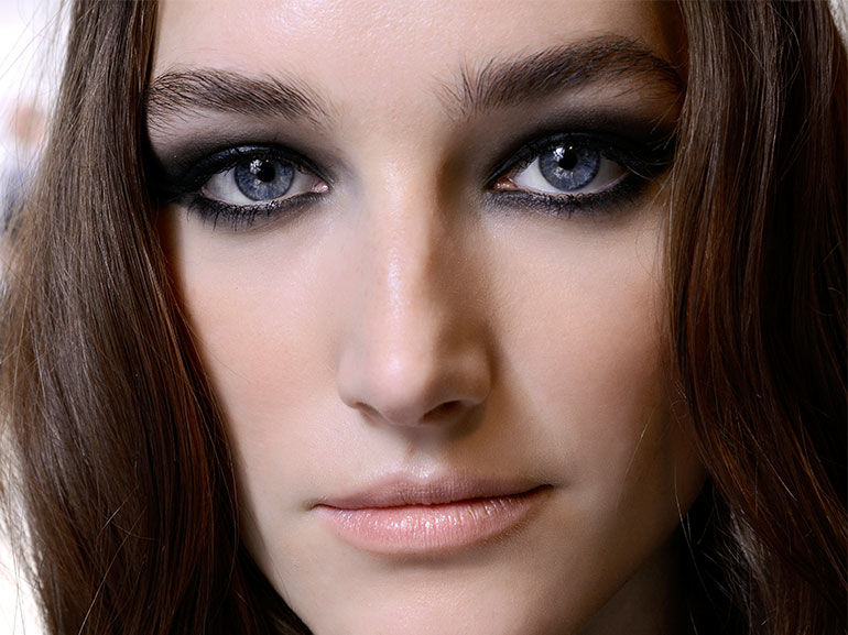 smokey-eyes-elie-saab-backstage