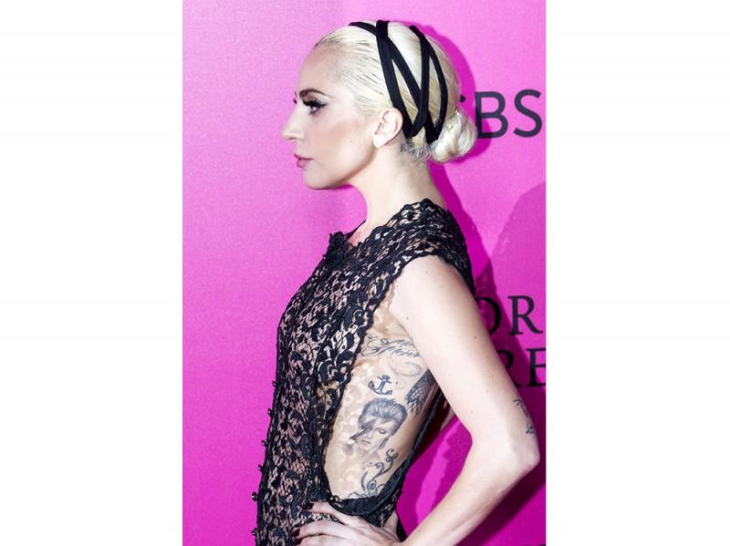 10VersioniBiondoPlatino-Victoria-Secret-LadyGaga