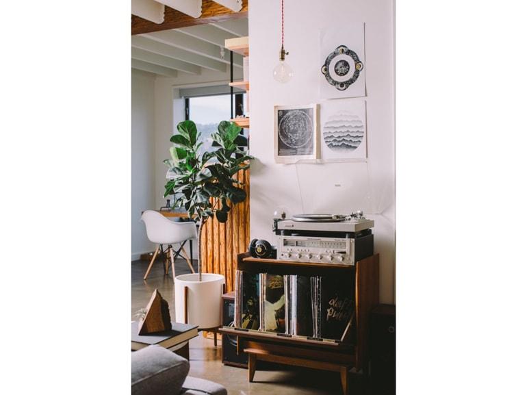 Come allestire un angolo perfetto per ascoltare musica in for Piccoli spazi di luce