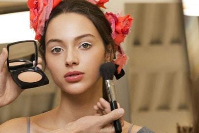 Chanel Métiers D'Art il backstage beauty della sfilata Parise Cosmopolite (10)