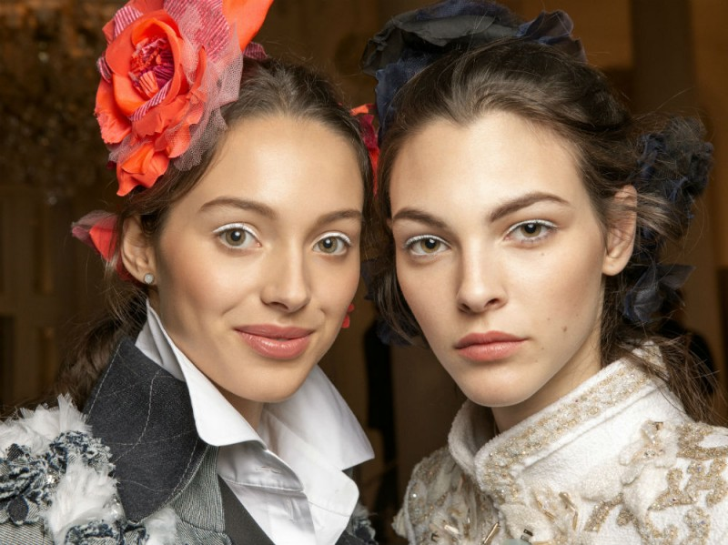 Chanel Métiers D'Art il backstage beauty della sfilata Parise Cosmopolite (14)