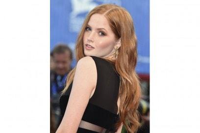 Ellie Bamber capelli