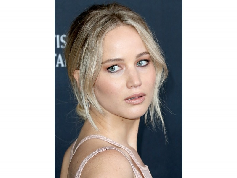 Jennifer lawrence capelli biondo cenere
