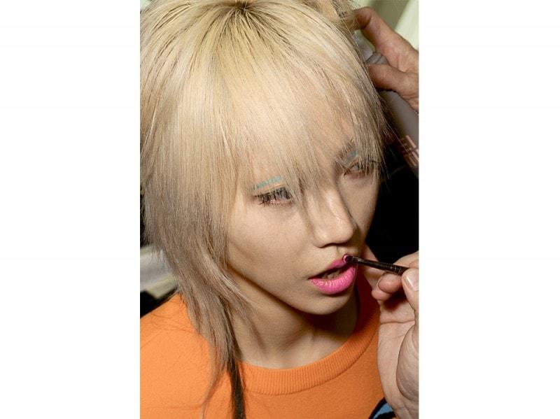 capelli scalati platino