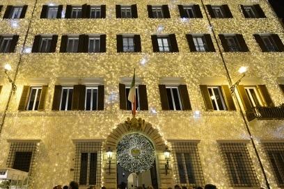 Valentino-Christmas-Tree-Roma-sede
