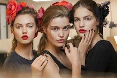 Chanel Métiers D'Art: il backstage beauty della sfilata Paris Cosmopolite