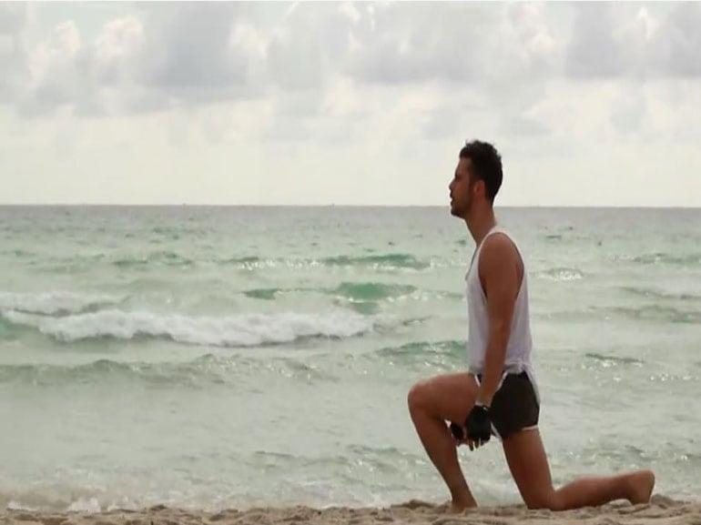 gambe-glutei-rimanere-in-forma-durante-feste-Natale-allenamento-benessere-esercizi-fitness-sport