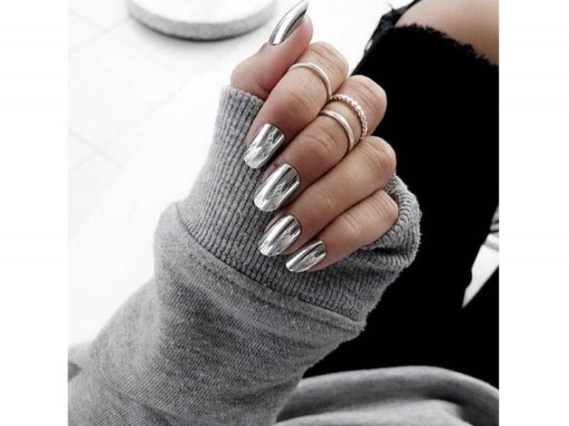 mirror-nails-solariumhairstyle