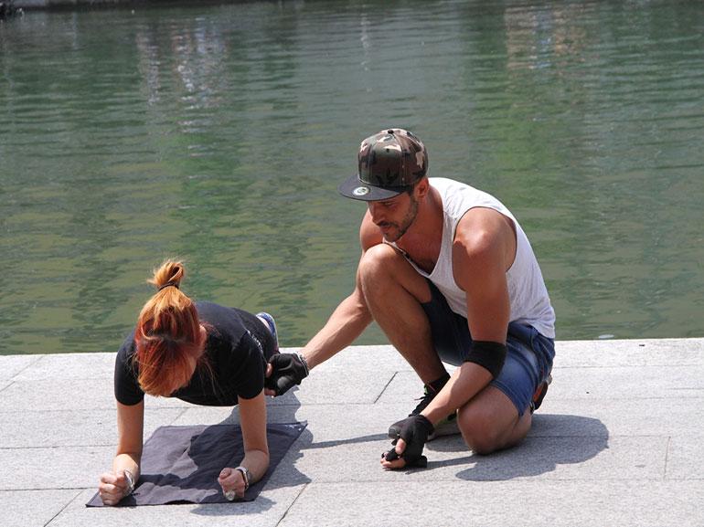 plank-rimanere-in-forma-durante-feste-Natale-allenamento-benessere-esercizi-fitness-sport