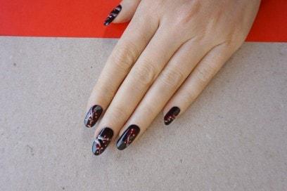 red-fruits-nail-art
