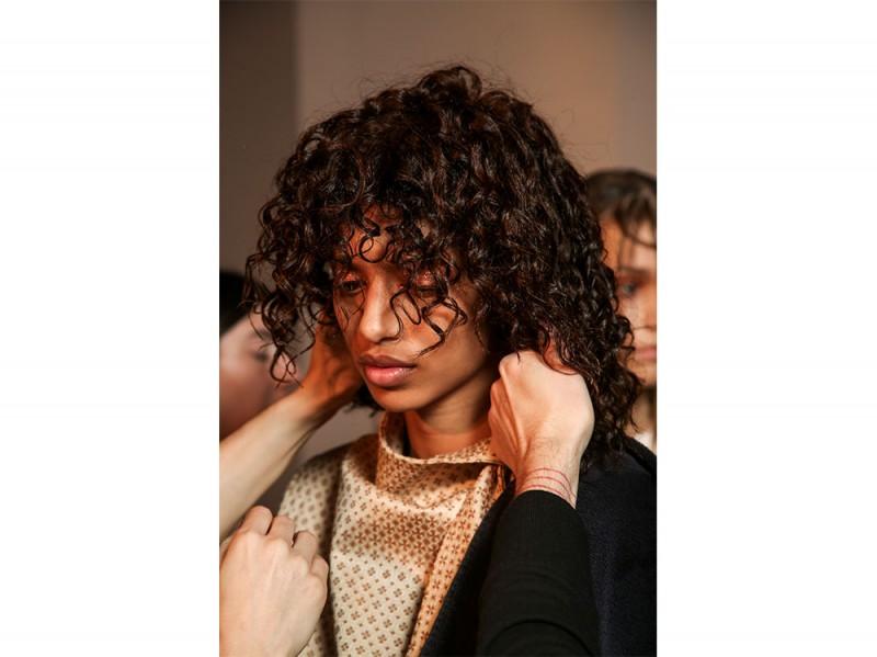 capelli scalati ricci