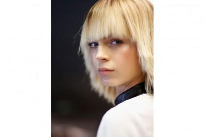 capelli scalati frangia
