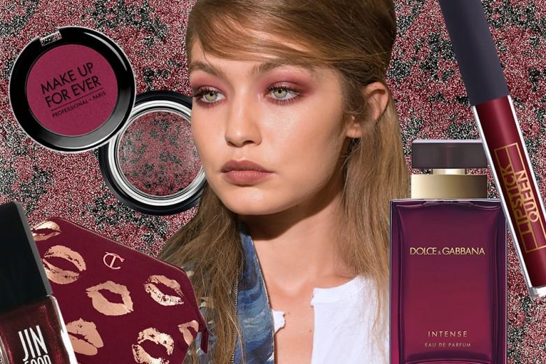 Trucco rosso bordeaux: i prodotti di bellezza del momento