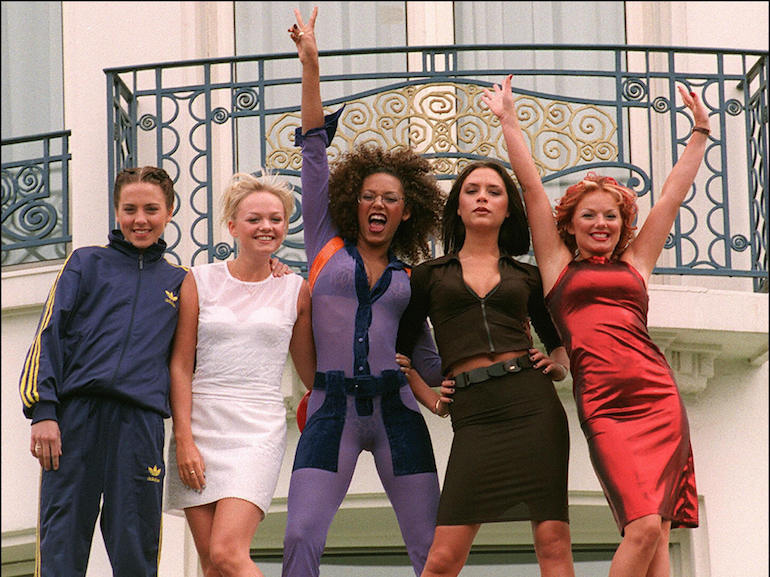 """(FILES) The """"Spice girls"""" pose for photo"""