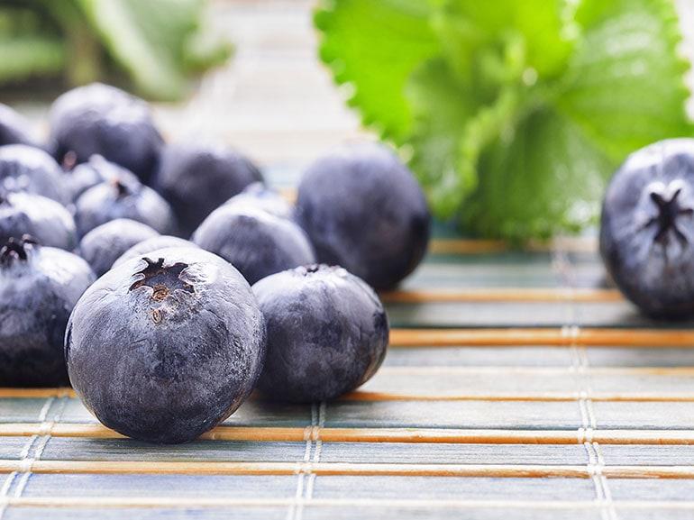 Colazione-antiossidante-a-base-di-mirtilli-benefici-salute-benessere-dimagrire