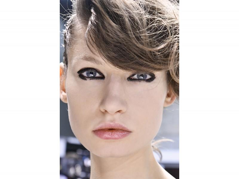 Eyeliner tendenza trucco primavera estate 2017  (17)