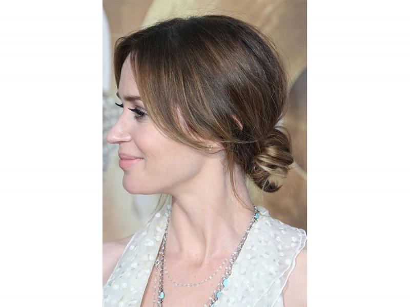emily blunt capelli raccolti