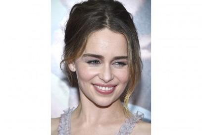 emilia clarke capelli castani