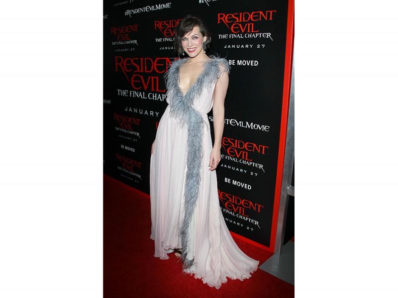 Milla-Jovovich IN PRADA -splash