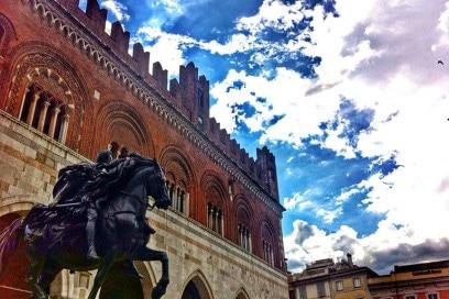 Placentia-Half-Marathon-gare-corsa-primavera-Palazzo_Gotico_presso_Piazza_Cavalli_Piacenza
