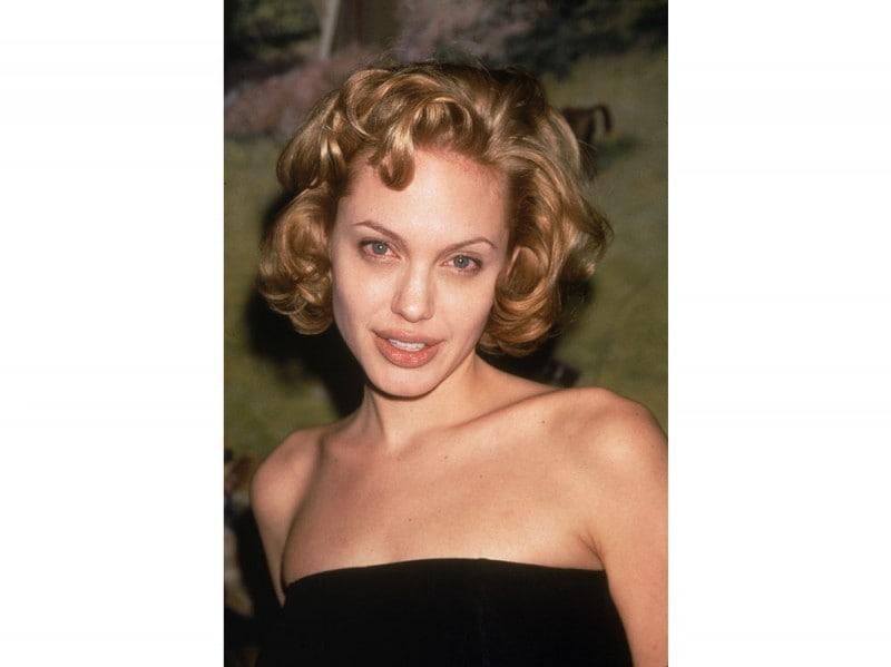 angelina-jolie-capelli-evoluzione-look-negli-anni-02