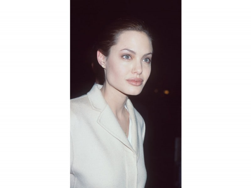 angelina-jolie-capelli-evoluzione-look-negli-anni-03