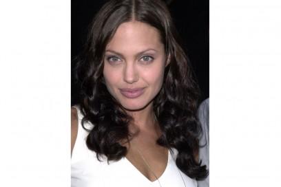 angelina-jolie-capelli-evoluzione-look-negli-anni-07