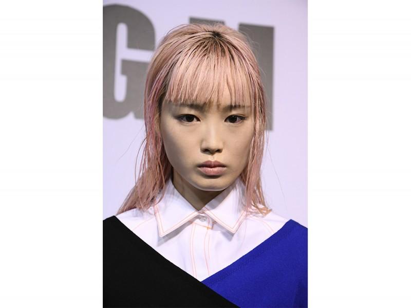 capelli sleek effetto bagnato primavera estate 2017 (17)