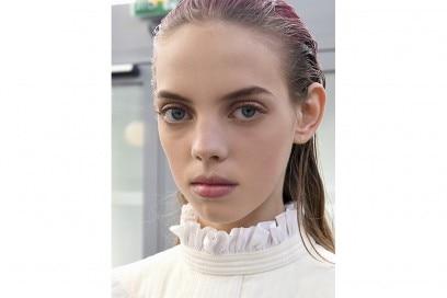 capelli sleek effetto bagnato primavera estate 2017 (18)
