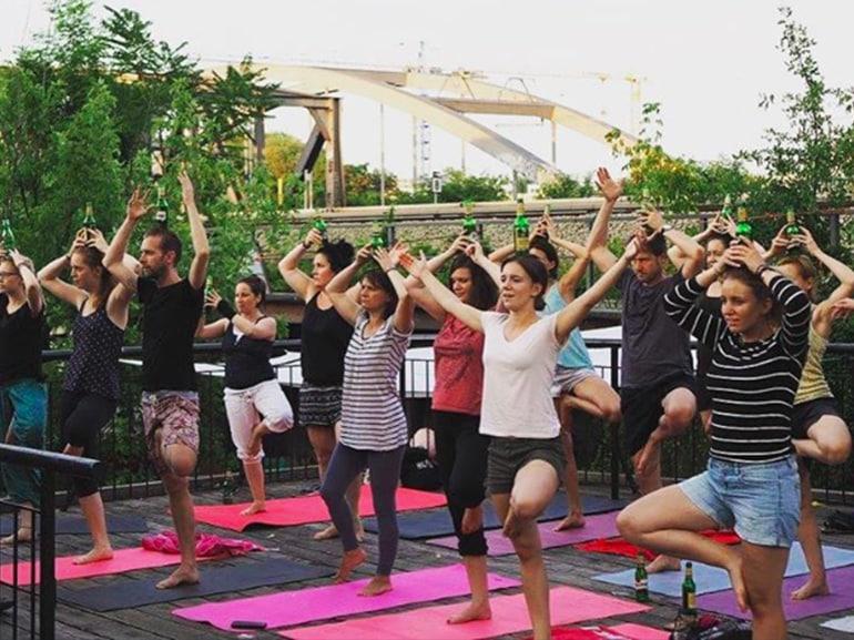 cover da berlino tendenza beer yoga mobile