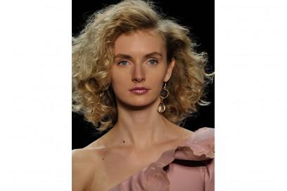 Chiara-Boni-La-Petite-Robe_Aigner_capelli ricci primavera estate 2017