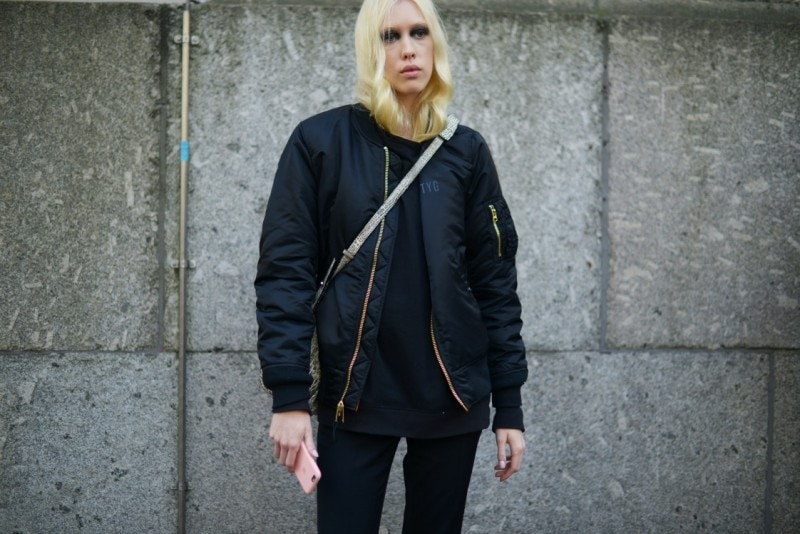 LONDON street style 17 total black bomber