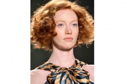 acconciature-capelli-ricci-corti-07