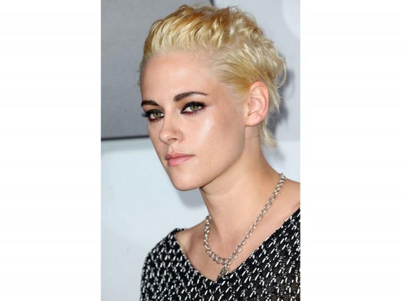 acconciature-capelli-ricci-corti-09