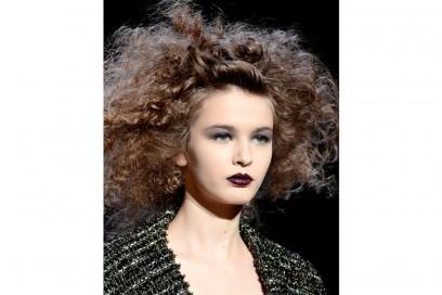 acconciature-capelli-ricci-media-lunghezza-03