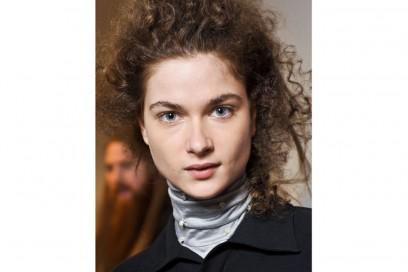 acconciature-capelli-ricci-media-lunghezza-04