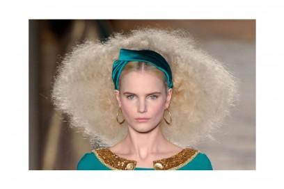 acconciature-capelli-ricci-media-lunghezza-09