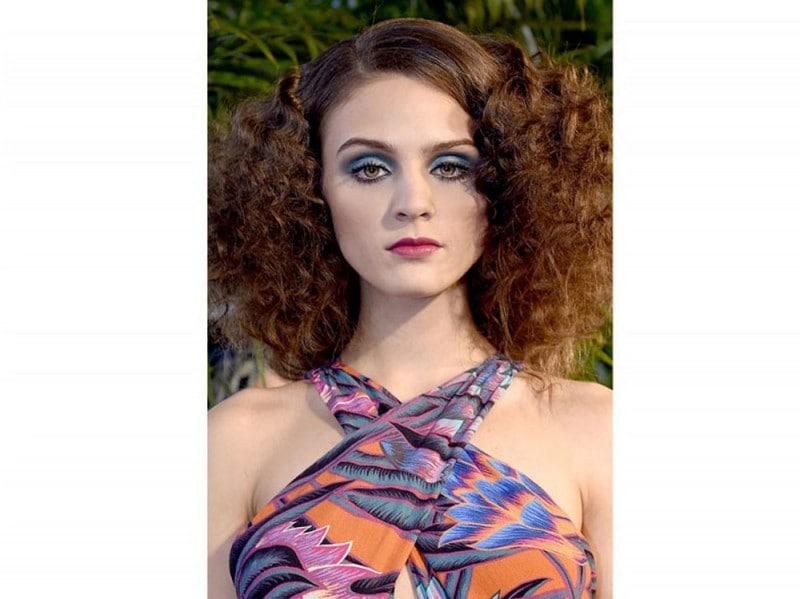 acconciature-capelli-ricci-media-lunghezza-10