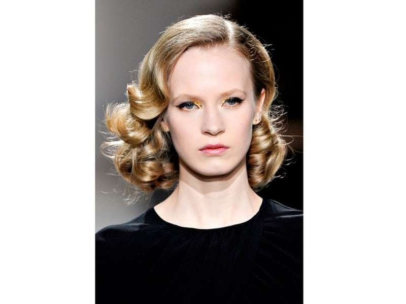 acconciature-capelli-ricci-media-lunghezza-11