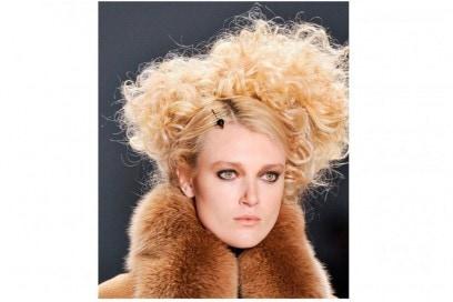 acconciature-capelli-ricci-media-lunghezza-14