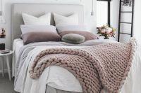 Avete sempre sbagliato a rifare il letto: ecco qual è il modo giusto