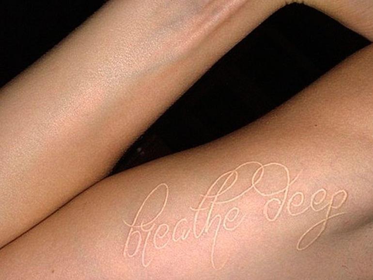 cara delevingne tatuaggio