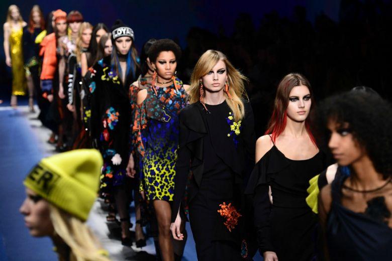 Versace: la sfilata per l'Autunno-Inverno 2017/18