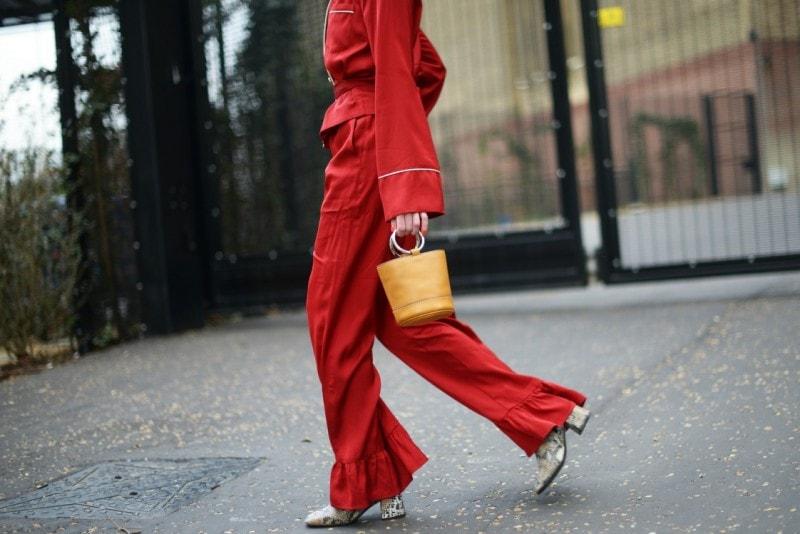 londra street style completo rosso borsa piercing piccola