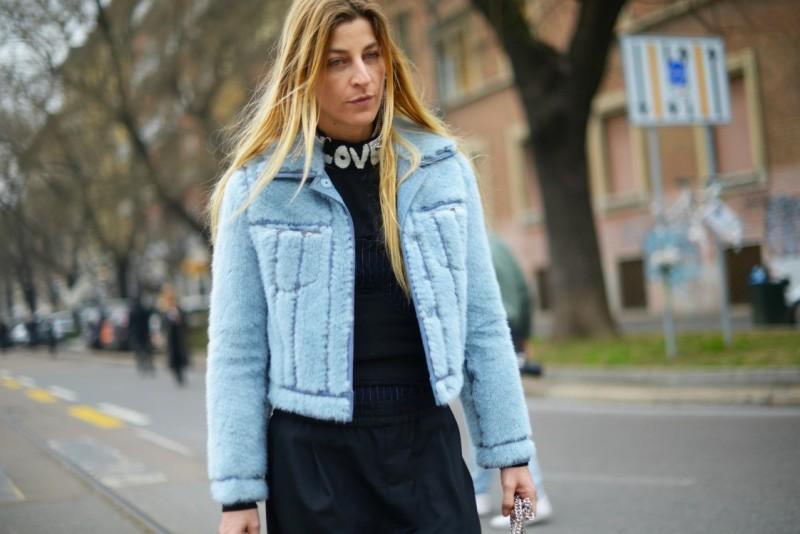 milano fashion week 17 ada kokosar giacca azzurra